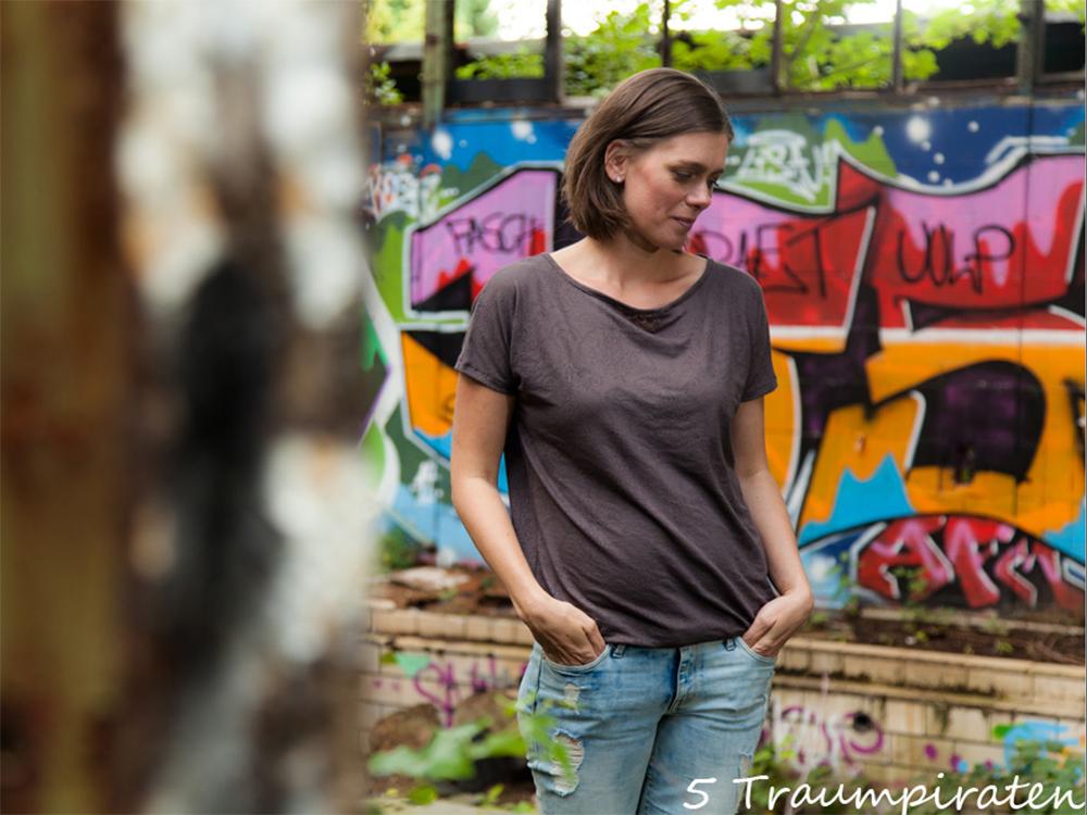 Shirt Eleana und Frau Aiko aus Hilco Lochmusterjersey  oder Im Pott is' es schön …