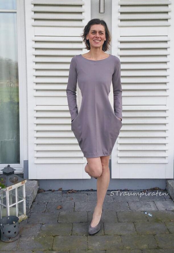 Klare Kante zeigen mit KANTIG.kleid